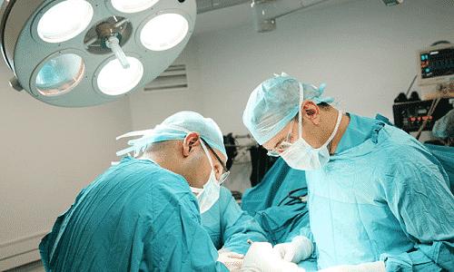 При наличии плановой хирургической операции производят временное прекращение приема Сорафениба