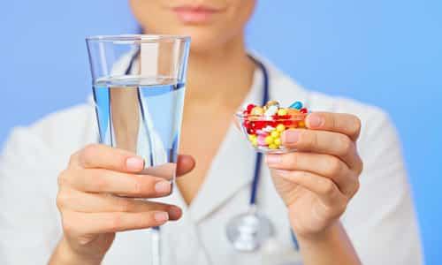 Принимать таблетки Эутирокса 25 рекомендуется за полчаса до еды, запивая их водой