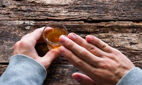 Нельзя принимать алкоголь во время воздействия препаратом