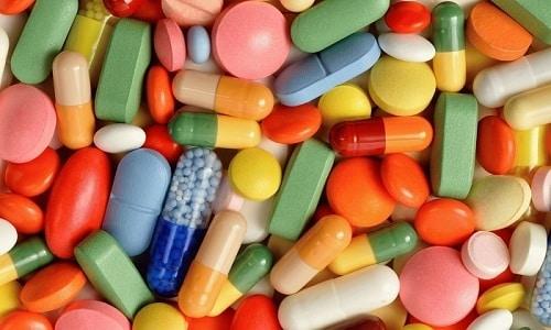 Опасно комбинировать Кеналог с препаратами НПВС, так как увеличивается риск развития кровотечений, язвенной болезни